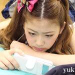 【東由樹】「ゆきつんカメラの1日1米」#2はスマホにガン飛ばすあやてぃんw《テーマ:携帯》メンバー:森田彩花