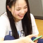 【東由樹】「ゆきつんカメラの1日1米」#3はスマホを見てニコニコのしおんw「テーマ:携帯」メンバー:堀詩音