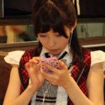 【東由樹】「ゆきつんカメラの1日1米」#4は真剣な面持ちのあんちゅ。「テーマ:携帯」メンバー:石塚朱莉