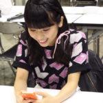 【東由樹】ゆきつんカメラの1日1米#9はニコニコなやまりなwwwテーマ:携帯、メンバー:山尾梨奈