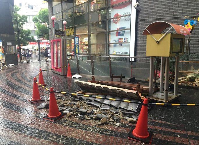 【NMB48】劇場入り口付近の瓦看板が崩壊。今日の公演はどんな発表があるのか?