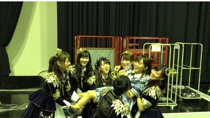 【NMB48】夢の紅白選抜さや姉1位を胴上げでメンバーがお祝い!