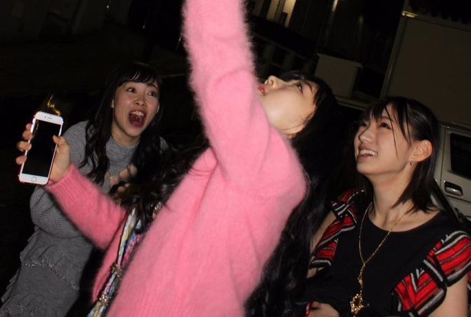 【矢倉楓子】ふぅちゃんがスーパームーンにお財布かざしたって話の決定的瞬間wwww