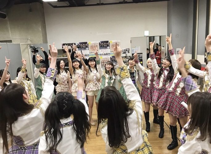 【NMB48】TeamMの円陣を見守る先生たちの表情が素敵だと話題にw