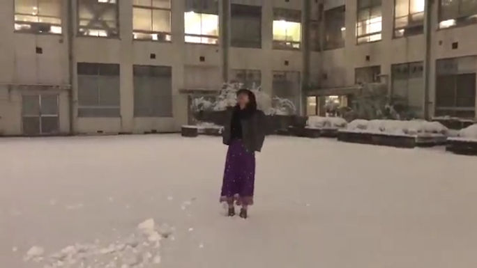 【村瀬紗英】さえぴぃ、積もった雪に小3以来の感情が爆発wwww