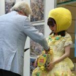 【市川美織】みおりんの災害義援募金に小泉元総理が。レモン姿で受け取る。
