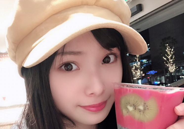 【梅山恋和】ココナのウェブ雑誌「557」の1月号が公式ブログで公開。弾丸旅行と5期生公演と年末のご挨拶。
