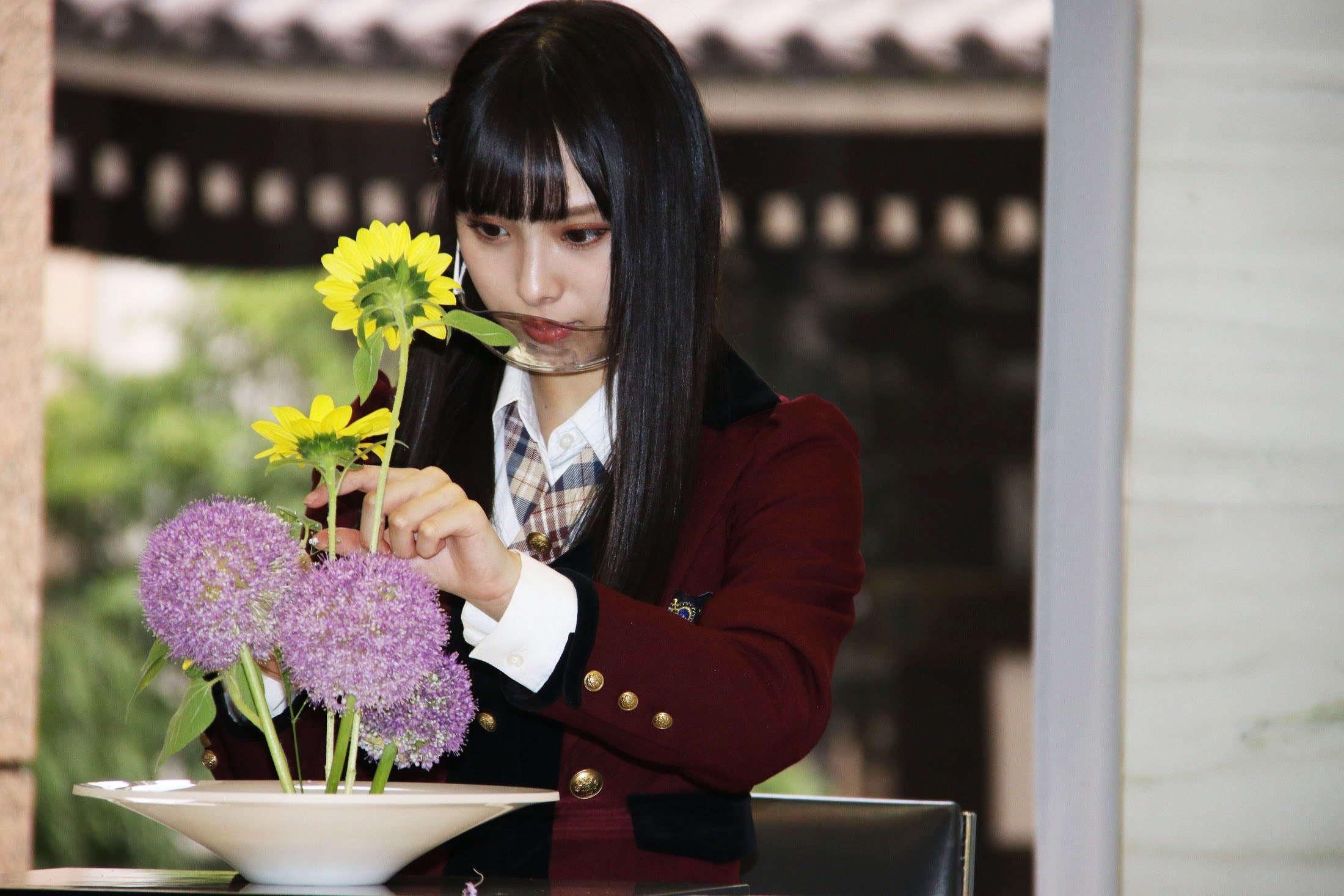 【梅山恋和】ココナ、池坊会館で生け花を初体験